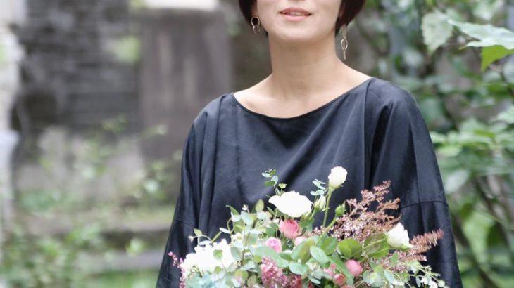 花を贈る相手を想い物語のチカラで感動させる ストーリーフラワーマイスターを 企画創造中のマミ 山本さんにインタビューしました。